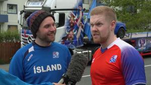 Islänningarna Gretar Jonsson och Krissi Hilmar Kjartansson intervjuas.