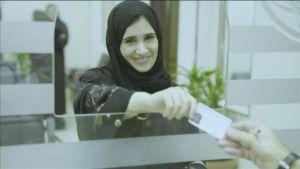 Saudisk kvinna som precis har fått sitt körkort