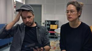 Willehard Korander och Jessica Grabowsky spelar in podden Klassfesten