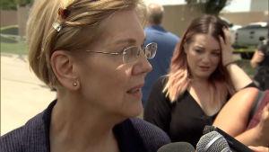 Senator Elisabeth Warren besöker interneringsläger i USA