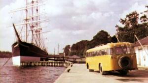 Postiauto Maarinahaminassa 1960-luvulla.