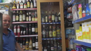Jorgen säljer sprit i kiosken i Köpenhamn