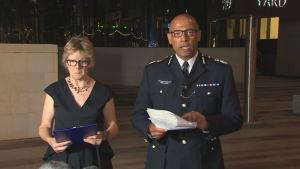 Brittisk polis håller presskonferens angående förgiftningen av två personer i Amesbury.