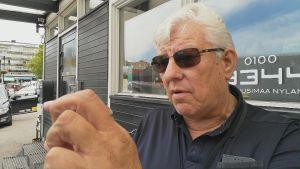 Taxiförare Harry Holmberg vid Borgå torg.