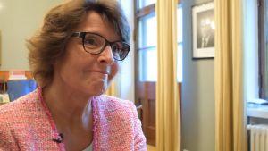 Anne Berner på sitt tjänsterum på kommunikationsministeriet
