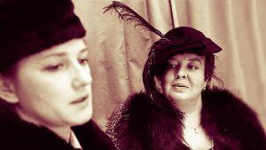 Näyttelijät Rose-Marie Precht ja Tiina Pirhonen.