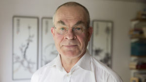 Professor Janne Hukkinen undervisar miljöpolitik på Helsingfors universitet.