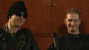 Alice in Chains -yhtyeen Jerry Cantrell ja Layne Staley lehdistötilaisuudessa Helsingissä 1993.