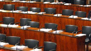 Kuva eduskuntatalon sisältä.