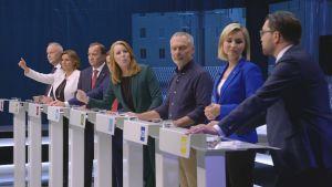 Partiledarna vid SVT:s partiledardebatt.