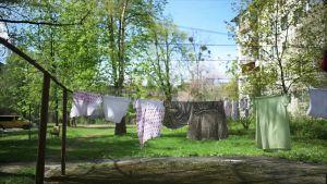 Pyykkejä narulla ulkona
