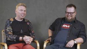 Johannes och Anton skrattar