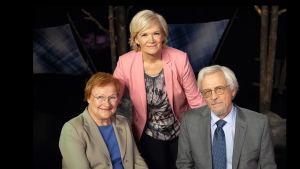 Presidentti Tarja Halonen ja professori Pentti Arajärvi Anne Flinkkilän vieraina.