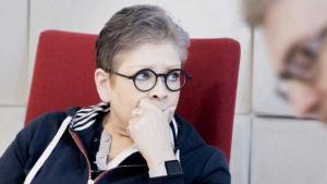 PAMin puheenjohtaja Ann Selin mietiskelevän näköisenä