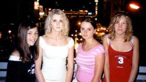 Neljä huostaanotettua tyttöä
