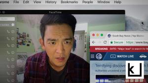 Näyttelijä John Cho katsoo tietokoneen näyttöä.
