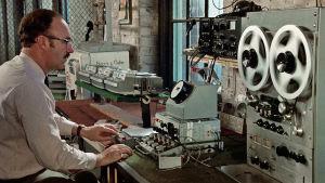 Gene Hackman kelailee ääninauhaa elokuvassa Keskustelu (The Conversation)