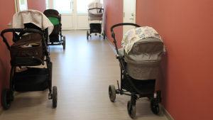 barnvagnar på Ensikoti