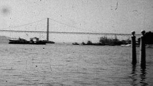 Öljytankkeri Enskeri pysyi otsikoissa maaliskuussa 1975.