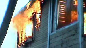 Kuvaa palavasta rakennuksesta