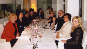 Meri Louhos, pianotaiteilija Elisabeth Leonskaja ja kapellimestari Kurt Masur illallisilla Tallinnassa.