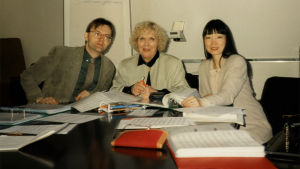 Carlos Juris, Meri Louhos ja Hui-Ying Liu-Tawaststjerna toimittamassa pianokoulua.