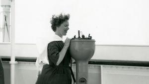 Meri Louhos valtamerilaivalla matkalla New Yorkiin elokuussa 1960.