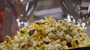 Maustettuja popcorneja.