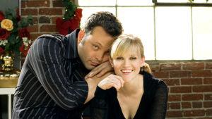Vince Vaughn ja Reese Witherspoon katsovat kameraan.