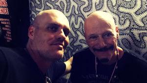 Lasse Grönroos med gitarristen Bob Kulick i Miami.