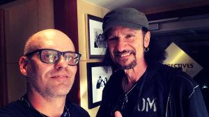 Lasse grönroos selfie med ex-Kiss gitarristen Bruce Kulick på Kiss Kruise VIII 2018.