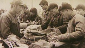 Gatuhandel i slutet av 1970-talet i Yiwu i Kina.