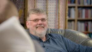 Anders Blomberg skrattar