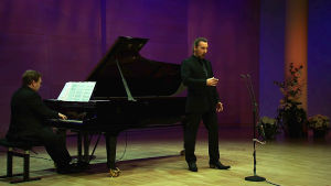 Baritoni Henri Uusitalo ja pianisti Ilmari Räikkönen esiintyvät.