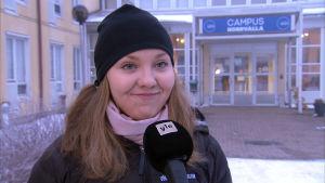 Linnea Halonen intervjuas vid Campus Norrvalla.