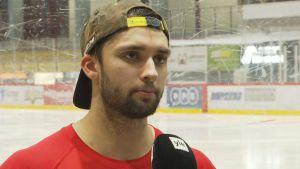 Sebastian Moberg spelar ishockey i Hermes.