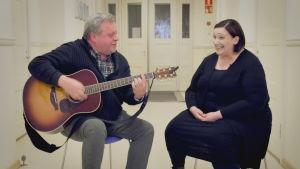 Anni Paananen och Olle Rosenqvist sjunger lovsång