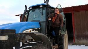Veli-Matti Marjamäki vid traktor