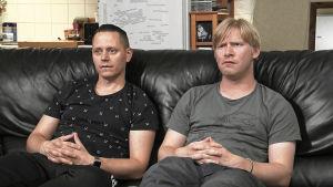 JP ja Jarno katsovat telkkaria.