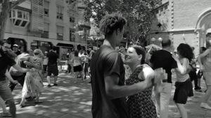 Mou ja Aley tanssivat dokumenttielokuvassa Barcelonaa odottamassa
