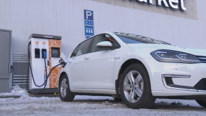 Få husbolag är intresserade av laddningspunkter för elbilar.