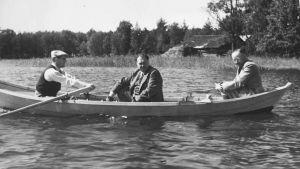 Jukka Rangell, Felix Kersten ja Heinrich Himmler soutuveneessä.