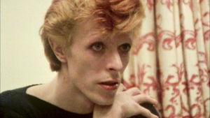 David Bowie lähikuvassa vuonna 1974. Kuva dokumentista Cracked Actor.