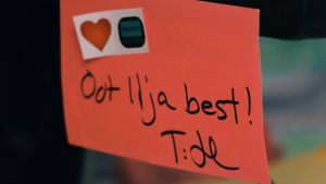 Post it -lapussa lukee: Oot Ilja best!