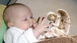 vauva ja enkeli