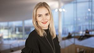 Puhu Muru -bloggari Marja Kihlström Helsingin keskuskirjasto Oodissa.
