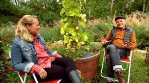 Owe ja Elin Strömsön puutarhassa