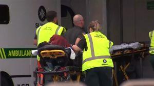 Räddningspersonal efter skjutningen i Christchurch
