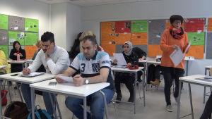 Opiskelijaryhmä Stadin ammattiopiston VALMA-koulutuksessa.