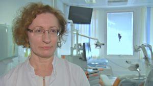 Satu Jääskeläinen, professor och överläkare vid ÅUCS enhet för klinisk neurofysiologi.